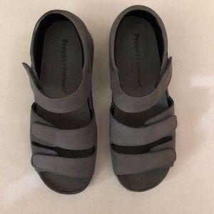 Propet FootSmart Walker Sandal.  Gray.  Size 8.5